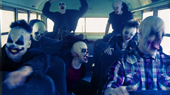 "Serie TV > ""American Horror Story: Apocalypse"" [T.8] - Página 2 Ahs7_bus_570x320"