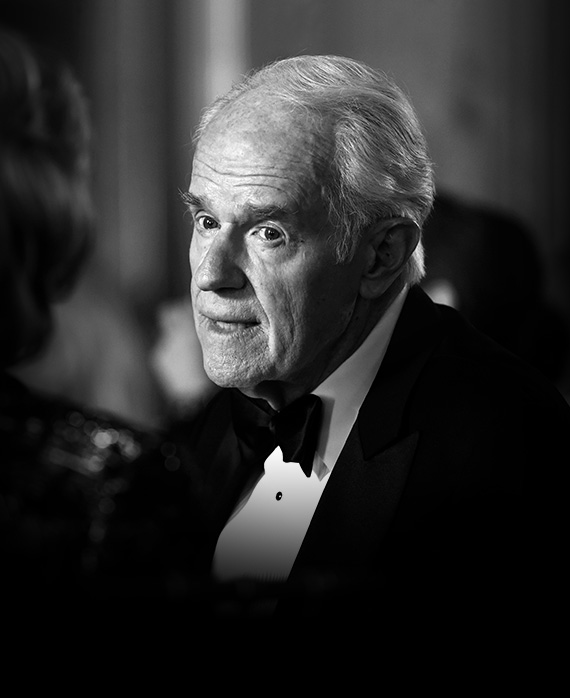 Mike Farrell as Lee Miglin