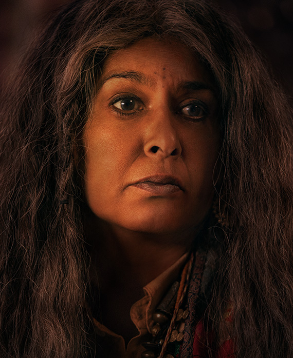 Nila Aalia as Angu Ayah