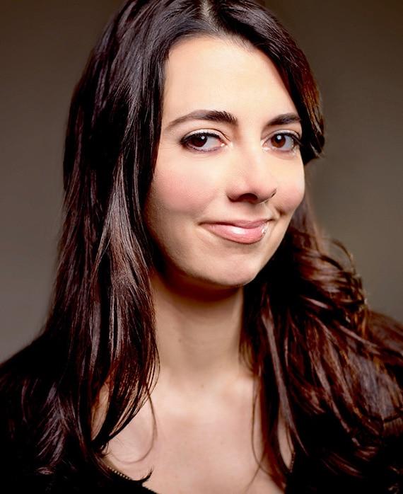 Carmen Lynch as Comedian