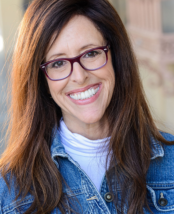 Wendy Liebman as Comedian