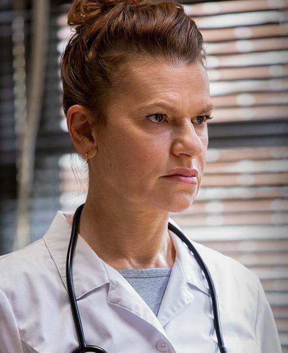 Sandra Bernhard as Nurse Judy Kubrak